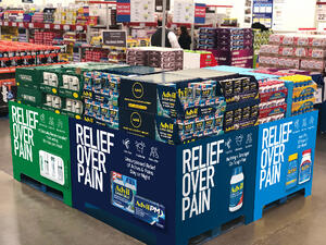 Pallet-Display-Sams-Costco