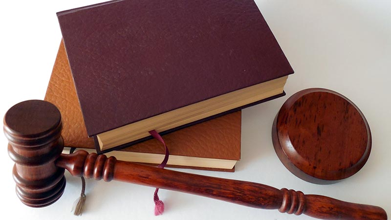legal-books-and-gavel